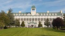 Disney's Newport Bay Club® inkl. entrébilletter - familiehotel med gode børnerabatter.