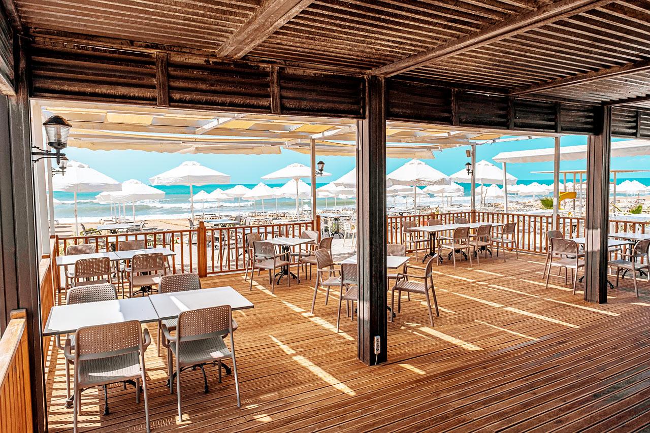 På Sides børnevenlige øststrand ligger hotellets egen Beach Club