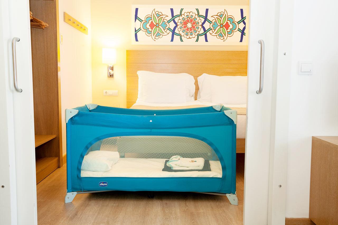 2-værelses Happy Baby-lejlighed med terrasse mod haven