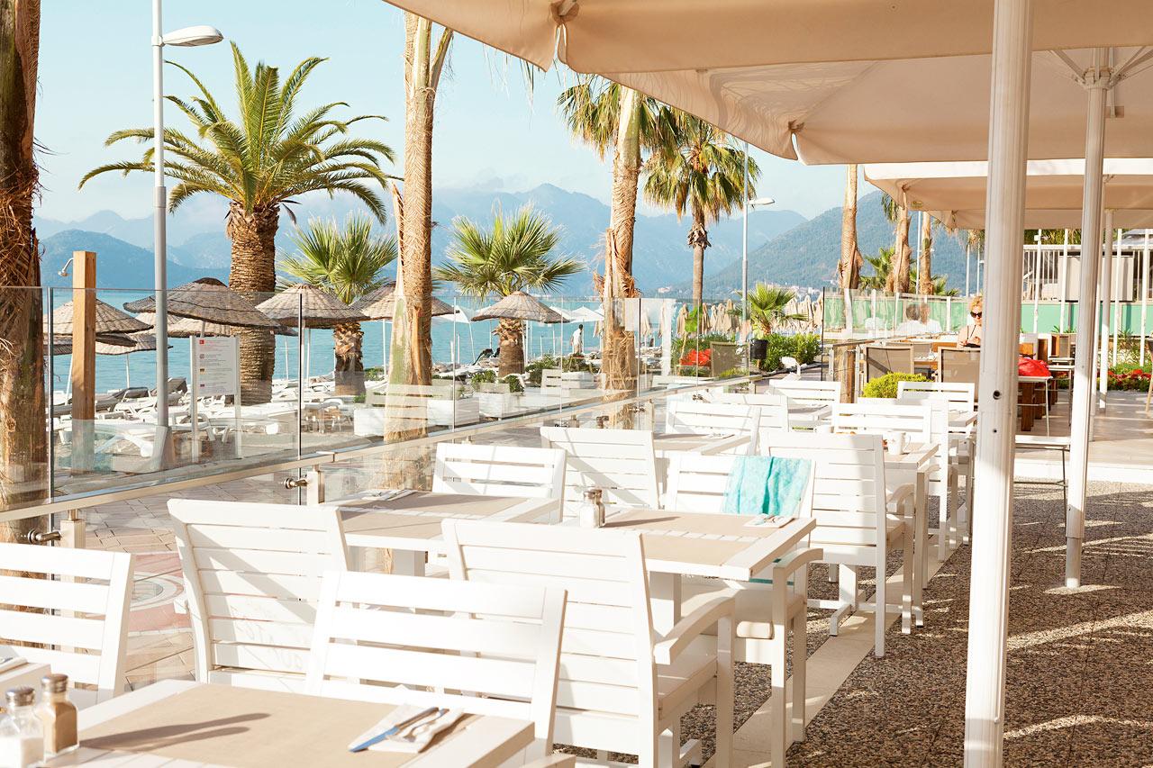 Sunprime Beachfront - Sunprime Restaurant byder på veltilberedt mad og smuk udsigt
