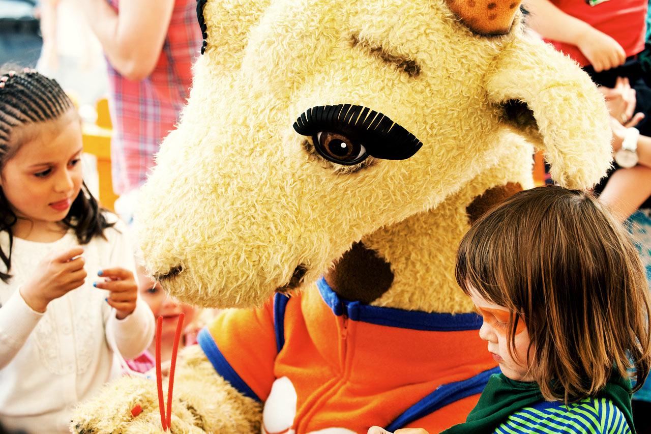 Vores populære maskotter Lollo & Bernie er børnenes bedste venner i ferien