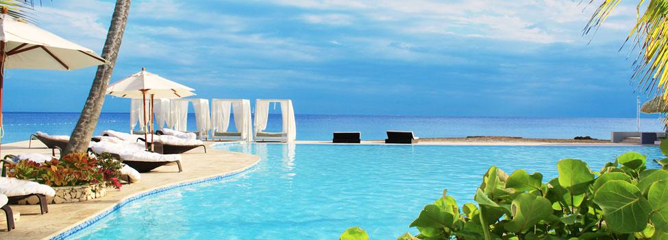Hotellet har fire pools, hvoraf én er en infinity-pool