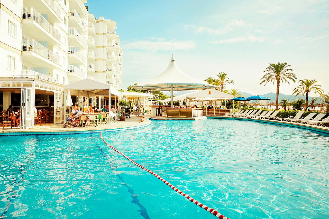 Poolen ved Nuevas Palmeras -  et af hotellets tre skønne poolområder