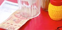 Danskerne gemmer rejsevaluta for en formue